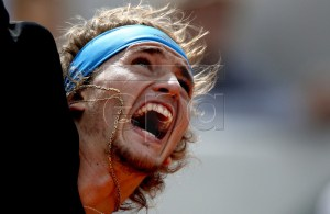 Alexander Zverev of Germany plays Fabio Fognini of Italy during their men?s round of 16 match during the French Open tennis tournament at Roland Garros in Paris, France, 03 June 2019. EPA-EFE/YOAN VALAT