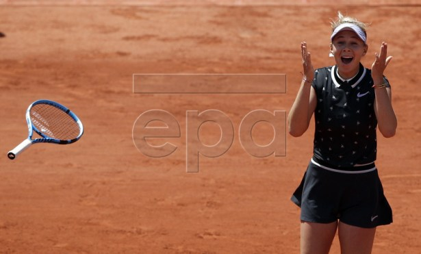 Amanda Anisimova of the USA reacts after winning against Simona Halep of Romania during their women?s quarter final match during the French Open tennis tournament at Roland Garros in Paris, France, 06 June 2019.  EPA-EFE/YOAN VALAT