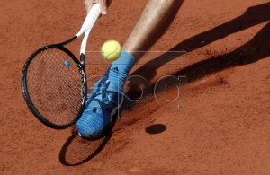 Alexander Zverev of Germany plays Novak Djokovic of Serbia during their men?s quarter final match during the French Open tennis tournament at Roland Garros in Paris, France, 06 June 2019. EPA-EFE/YOAN VALAT
