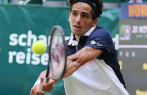 Pierre-Hugues Herbert from France in action against Roger Federer from Switzerland during their semi final match at the ATP Tennis Tournament Noventi Open (former Gerry Weber Open) in Halle Westphalia, Germany, 22 June 2019. EPA-EFE/FOCKE STRANGMANN