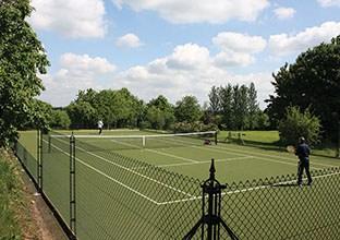 An En Tout Cas tennis court