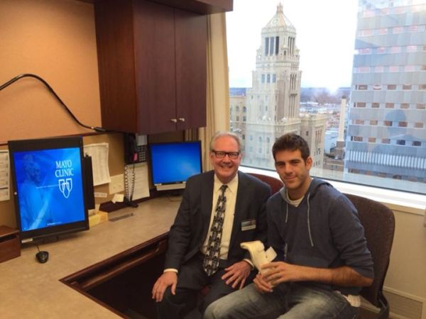Del Potro (R) with Dr. Richard Berger (L) during second visit to the Mayo Clinic.