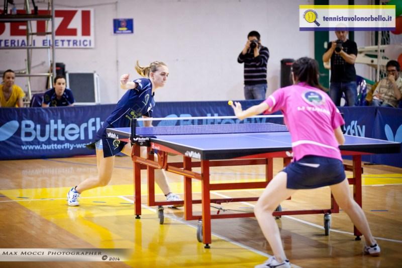 Un gesto atletico di Niko Stefanova (Max Mocci Fotografia)