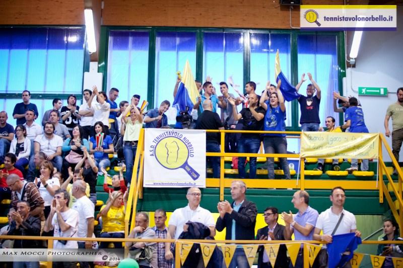 Il mix di tifosi norbellesi e residenti in Campidano (Max Mocci Fotografia)