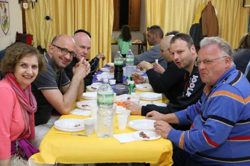 Il team viennese a cena nella sede di via Mele (Foto Gianluca Piu)