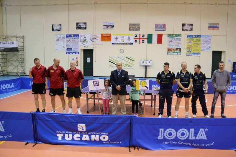 La presentazione delle due squadre (Foto Gianluca Piu)