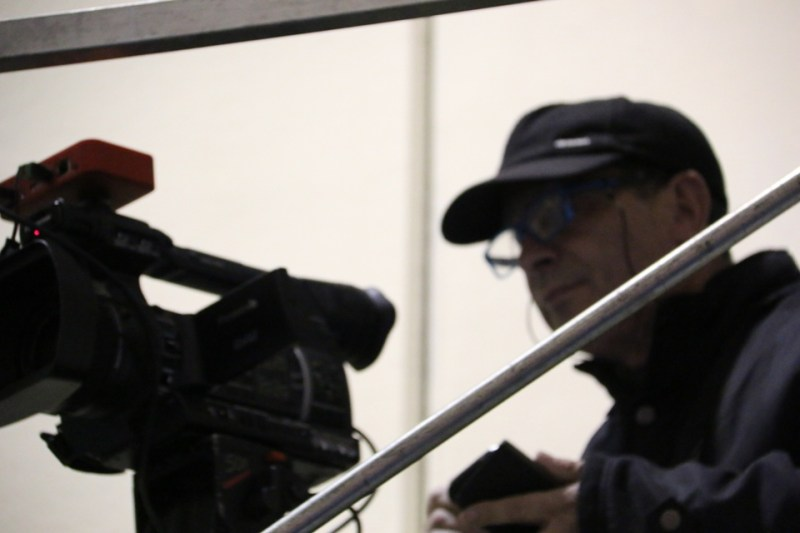 Gianni Ledda e la telecamera di Super TV (Foto Gianluca Piu)
