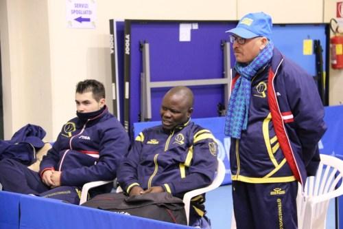 Mocci, Kayode e il tecnico della C1 Scotto (Foto Gianluca Piu)