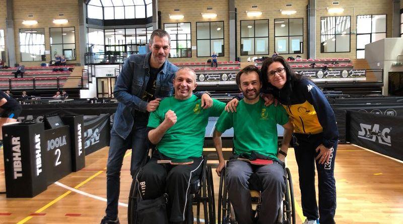 Duri e compatti i paralimpici giallo blu con i carrozzati in odore di A1