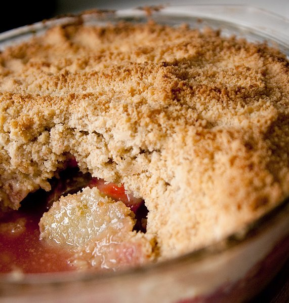 Crumble fraise rhubarbe - Crédit photo : itspaulkelly sur Visual Hunt / CC BY-NC