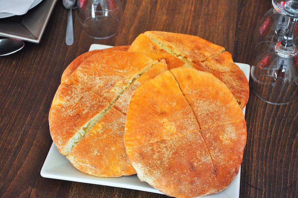 Le pain à la semoule chez Lahcen