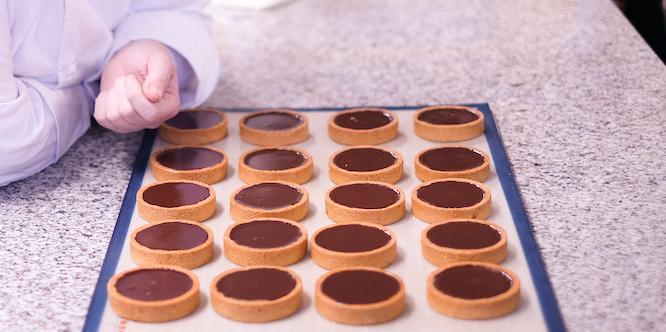 Tartelettes garnies de ganache chocolat Philippe Conticini