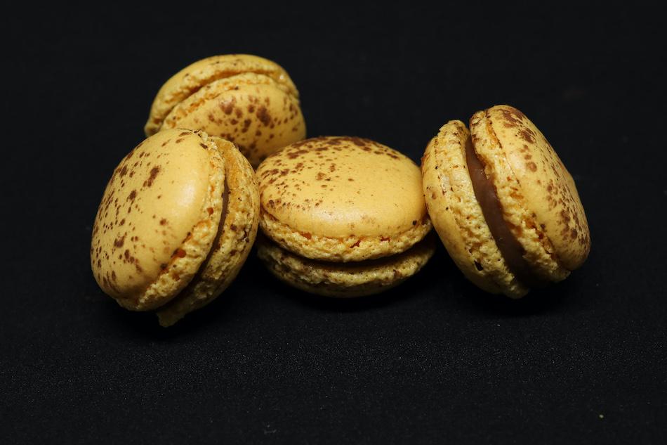 Mes macarons chocolat passion se pavanent!