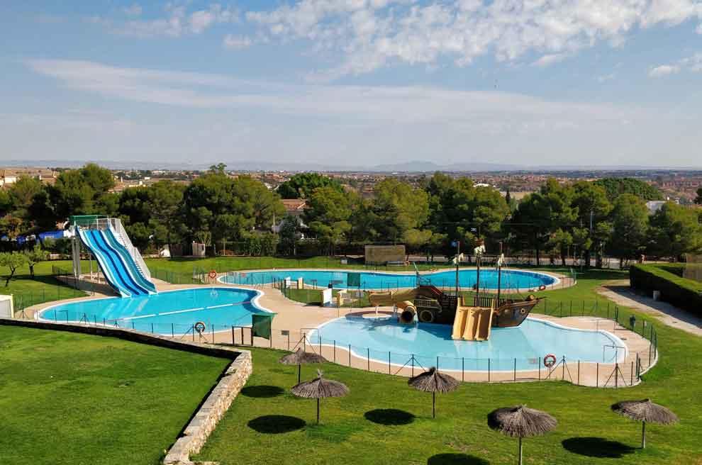Imagen aerea piscinas infantiles