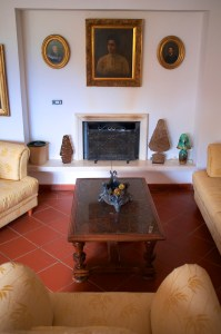 Indoor - Tenuta la Santissima, yellow living area