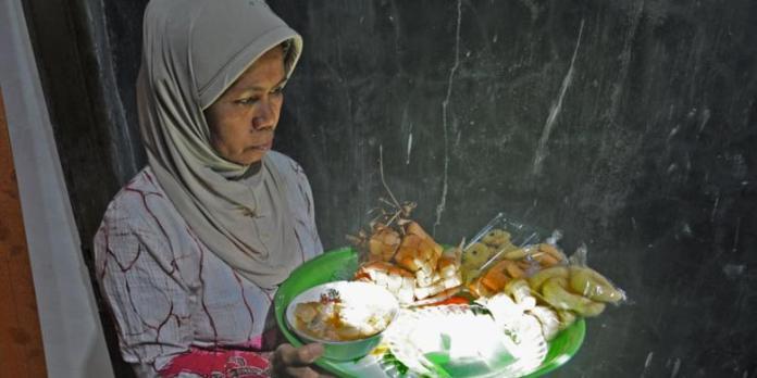 Tradisi ater-ater penganan dilaksanakan menjelang lebaran. (Foto : Kompas.com).