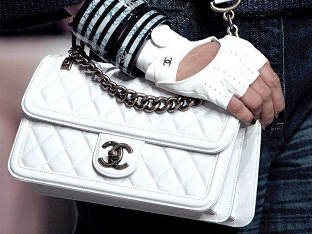 white-chanel-bag