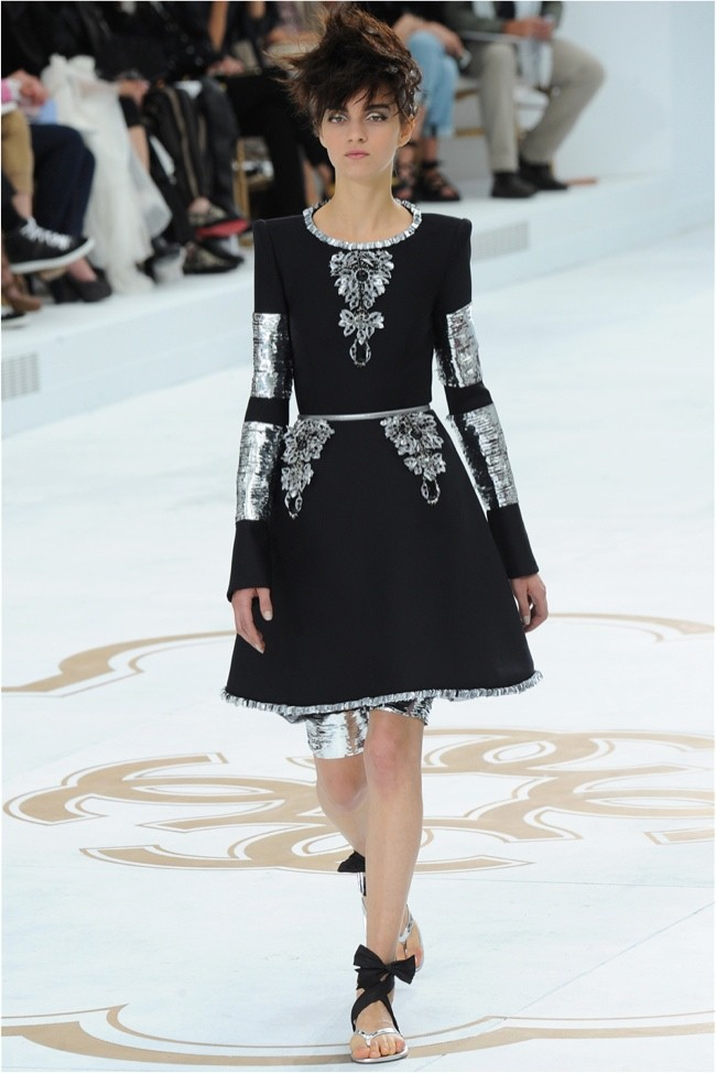 chanel-haute-couture-2014-fall-show43