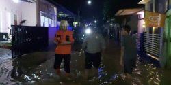 Tanggul Anak Sungai Kalibener Jebol, Perumahan di Kecamatan Purwokerto Terendam Banjir