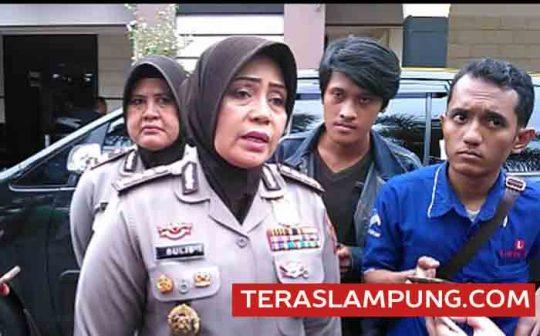 Kabid Humas Polda Lampung, Kombes Pol Sulistyaningsih memberikan keterangan terkait kedatangan tim Paminal Mabes Polri di Mapolresta Bandarlampung, Senin (3/4/2017).