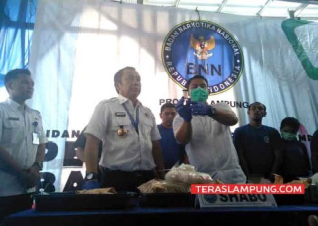 Pemusnahan barang bukti narkotika oleh BNNP Lampung. Kamis (12/4/2018).