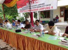Anggota Komisi IV DPRD Bandarlampung dialog dengan warga Bakung, Selasa (24/4/2018).