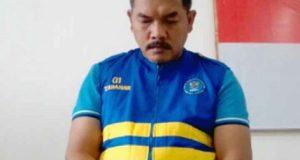 Kepala Lapas kelas II A Kalianda, Lampung Selatan (nonaktif), Muchklis Adjie tertunduk malu saat acara ekspos kasus 5 kg sabu-sabu dan 5.100 pil ekstasi yang digelar BNN Provinsi Lampung, Kamis (24/5/2018).