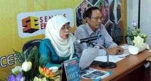 Kepala BPS Lampung Yeane Irmaningrum dan Kabid Statistik Distribusi BPS Provinsi Lampung Bambang Widjonarko memaparkan perkembangan ekspor-impor Lampung, Selasa (15/5/2018).