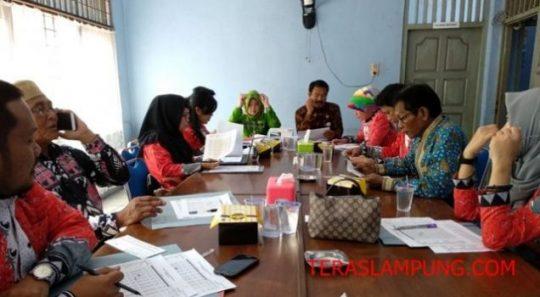 Rapat Dewan Pengupahan kota Bandarlampung di ruang rapat Kantor Disnaker Kota Bandarlampung,Jumat (13/7/2018).