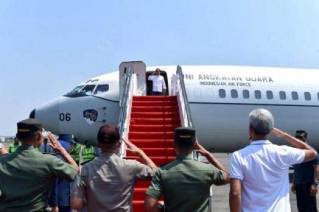 Presiden Jokowi bertolak ke Palu, Sulawesi Tengah, untuk meninjau korban Gempa Bumi dan Tsunami, dari Bandara Adi Soemarmo, Surakarta, Jateng, Minggu (30/9). (Foto: BPMI).
