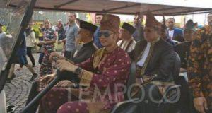 Keluarga Susilo Bambang Yudhoyono ikut iring-iringan parade dengan mengendarai buggy car atau mobil golf dalam acara Deklarasi Kampanye Damai Pemilu 2019 di Lapangan Silang Monas, Jakarta Pusat, pada Ahad, 23 September 2018. TEMPO/Andita Rahma