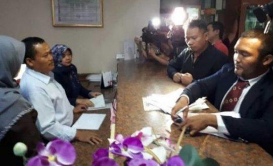 Vicky Prasetyo mendatangi Pengadilan Agama (PA) Jakarta Selatan. Tabloidbintang.com