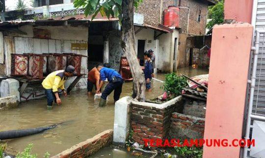 Banjir di Kelurahan Srengsem, Bandarlampung, Jumat pagi (30/11/2018).