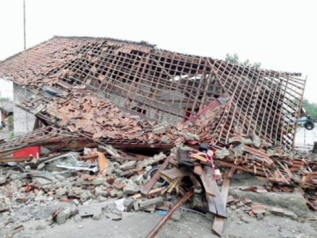 Dampak tsunami Selat Sunda pada 22 Desember 2018 di Desa Pulau Sebesi