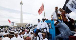 Ribuan umat Muslim berkumpul saat ikuti acara Reuni Akbar 212 di kawasan silang Monas, Jakarta, 2 Desmeber 2017. REUTERS/BEAWIHARTA