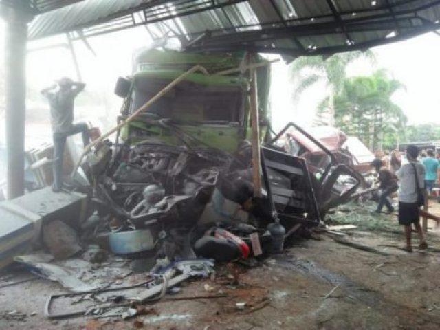 Kecelakaan Maut di Bumiayu Brebes: 4 Tewas, 18 Motor dan 12 Mobil Hancur