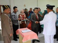 Wakil Bupati Lambar Drs.H.Mad Hasnurin menghadiri serah terima jabatan Camat Belalau, Jum'at (11/1)