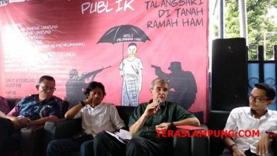 Jurnalis investigasi asal Amerika Allan Nairn menceritakan pengalamannya melakukan wawancara denga Hendro Priyono.