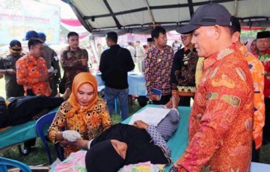 Plt Bupati Lamsel, Nanang Ermanto, meninjau pelayanan KB di Kecamatan Tanjung Sari, Kamis, 14 Februari 2019.