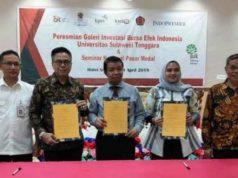 Piagam kerjasama peresmian Galeri Investasi Bursa Efek Indonesia (GI BEI) Universitas Sulawesi Tenggara (Unsultra) di Hotel Srikandi Kendari, Rabu, 24 April 2019