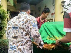 Jenazah anggota KPPS 126, Kelurahan Arenjaya, Bekasi Timur, Sudirjo, 66 tahun, Selasa sore, 23 April 2019. Foto: Dok. KPU Kota Bekasi