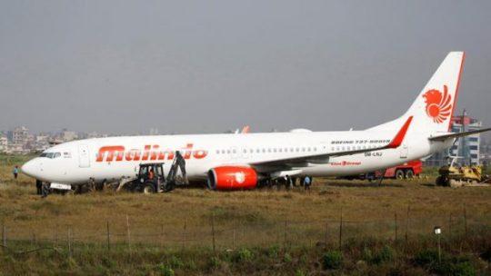 Pesawat Malindo Air tergelincir dari landasan saat lepas landas di Bandara Internasional Tribhuvan di Kathmandu, Nepal, 20 April 2018. Pesawat tersebut mengangkut 139 orang penumpang dan kru. REUTERS/Navesh Chitrakar