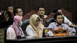 Saksi fakta, Nur Latifah, Beti Kristiana (tengah) dan Hartanto saat memberikan kesaksian pada sidang lanjutan Perselisihan Hasil Pemilihan Umum (PHPU) 2019 di Mahkamah Konstitusi, Jakarta, Rabu, 19 Juni 2019. TEMPO/Hilman Fathurrahman W
