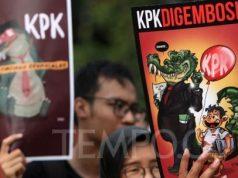 Puluhan massa gabungan mahasiswa dan buruh melakukan aksi Selamatkan KPK longmarch dari Patung Kuda menuju Istana Merdeka, Jakarta, Kamis 5 September 2019. Dalam aksinya massa menolak capim KPK bermasalah. TEMPO/Subekti.