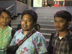 AJI Jakarta dan LBH Pers melaporkan kasus intimidasi terhadap dua jurnalis saat meliput aksi demo di Gedung DPR ke Polda Metro Jaya, Jumat (4/10). (CNNIndonesia/Patricia Diah Ayu Saraswati)