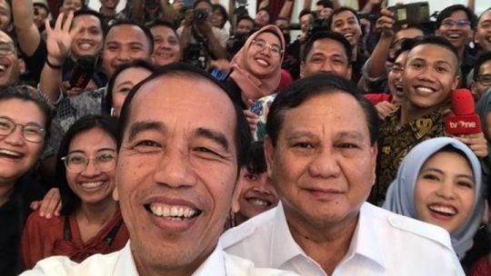 TERASLAMPUNG.COM -- Ketua Umum Partai Gerindra, Prabowo Subianto menyatakan mendukung langkah pemerintah yang ingin memindahkan ibu kota dari Jakarta ke Kalimantan Timur. Pemindahan ini menjadi salah satu topik yang dibicarakan saat Prabowo bertemu dengan Presiden Joko Widodo atau Jokowi di Istana Merdeka, Jakarta.
