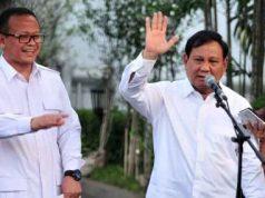 Ketua Umum Partai Gerindra Prabowo Subianto didampingi Wakil Ketua Umum Partai Gerindra Edhy Prabowo menyampaikan keterangan pers usai diterima Presiden Jokowi, di Kompleks Istana Kepresidenan, Jakarta, Senin (21/10) sore. Foto: Setkab