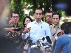 Presiden Jokowi menjawab wartawan usai menghadiri Pentas #Prestasi TanpaKorupsi, yang digelar di SMK Negeri 57, Pasar Minggu, Jakarta, Senin (9/12/2019). Foto: Setkab