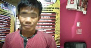 Tersangka AN alias JO (28) dan barang bukti narkotika jenis sabu yang diamankan petugas Satuan Reserse Narkoba Polres Tulangbawang. (Foto: Humas Polres Tuba)
