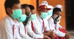 Siswa SD mengenakan masker pada masa pandemi Covid-19. Foto: Jawa Pos